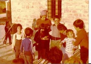 Con Valeria alcuni dei primi bambini nel 1976