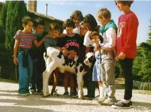 bambini davanti al vecchio aquilone 1987