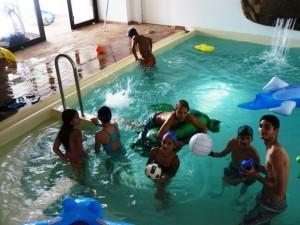 la piscina coperta e riscaldata