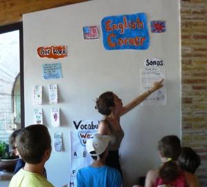 bambini al corso estivo di inglese