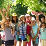 bambini in vacanza da soli senza i genitori si divertono
